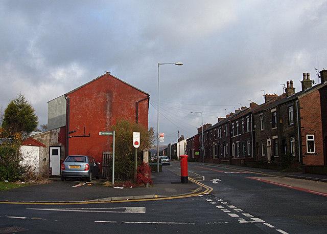 Shaw and Crompton Parish Boundary at Cowlishaw
