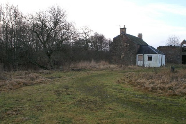 Dilapidated cottage at East Mill