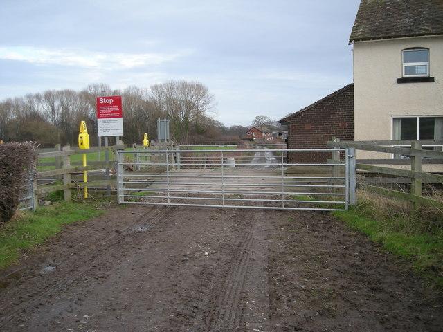 Level crossing near Newhouse Farm.