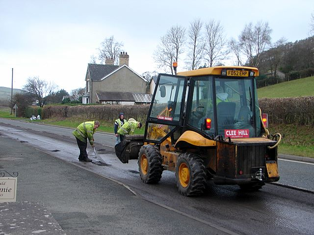 Repairing the A44 (3)