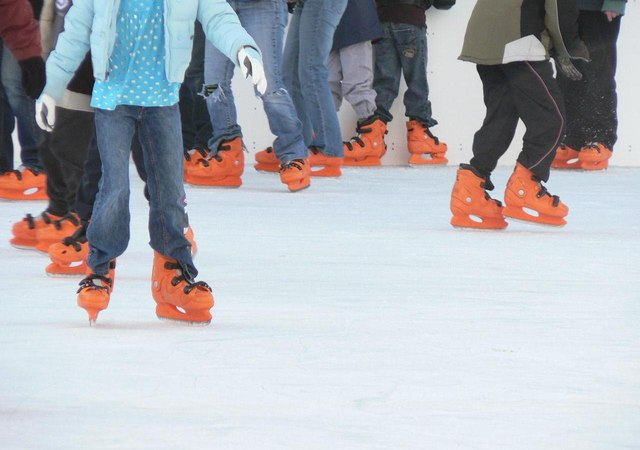 Greenwich: orange feet