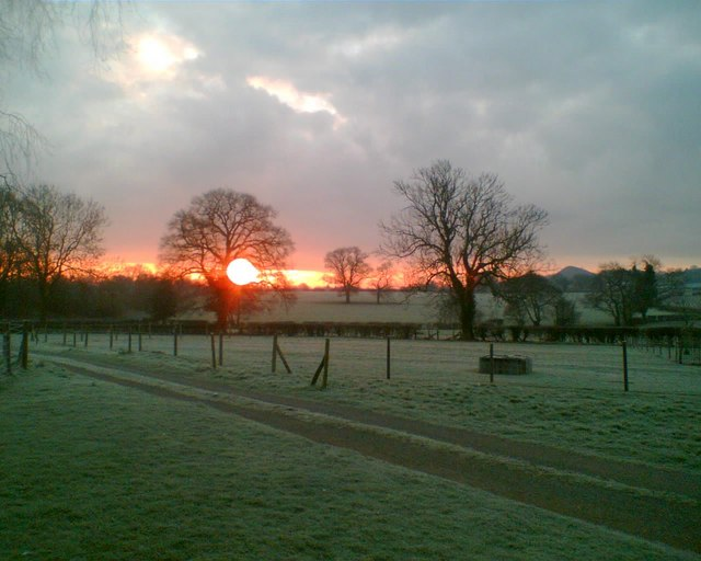 Winter sunrise ; mancetter