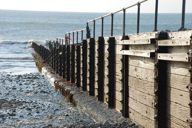 Grwyn ar Draeth Cricieth - Groyne on Criccieth Beach