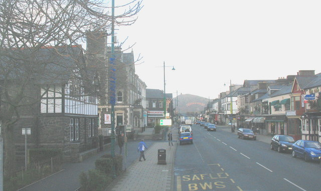 Porthmadog's High Street from Y Parc bus station