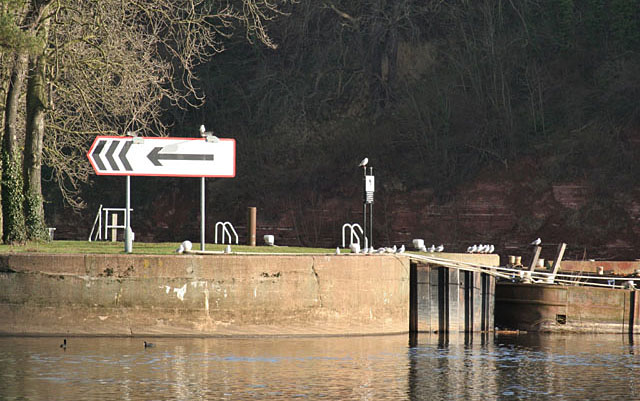 The entrance to Gunthorpe Lock
