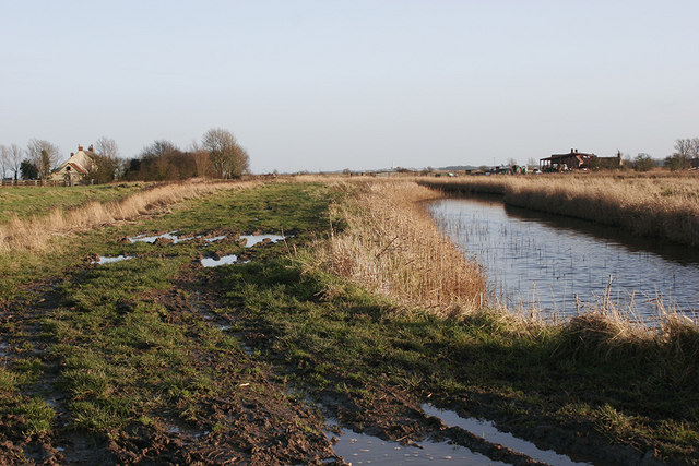 Weaver's Way with Marsh farm on left and Fleet farm on right