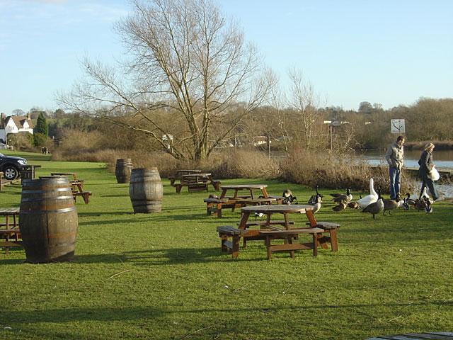 Riverside Beer Garden, Unicorn Hotel, Gunthorpe