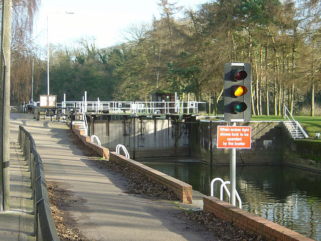 Traffic lights, Gunthorpe Lock