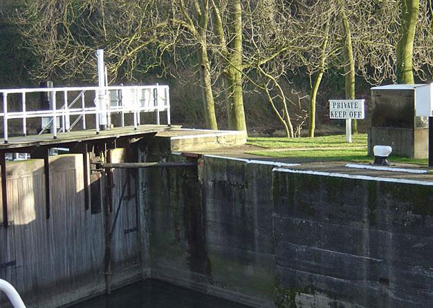 Gunthorpe Lock, bottom gates
