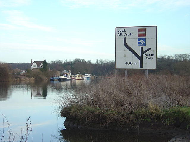 The approach to Gunthorpe Lock