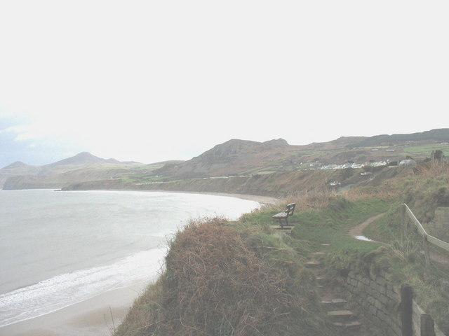 View east across the top of the steps leading down from the cliff path to Porth Nefyn
