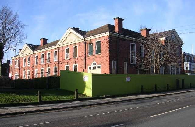 1914-1918 War Memorial Nurse Hostel - Northgate