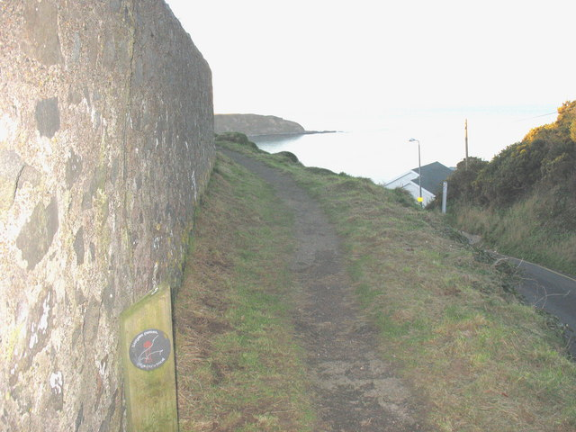The start of the cliff-top path at the top of Lon y Traeth (Screw Road)