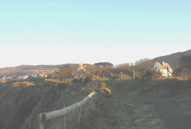 Cliff top houses on the western outskirts of Nefyn
