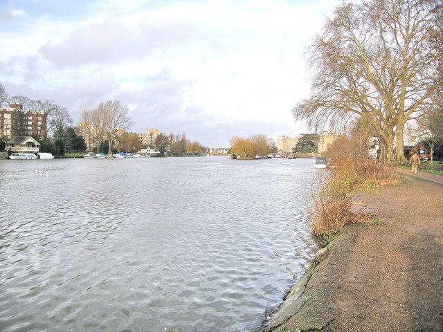 Pleasant Walk along the Thames