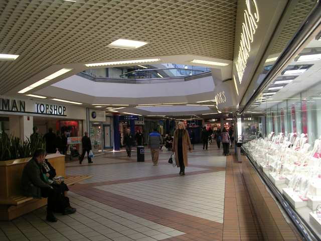 Middle Mall - The Ridings Centre