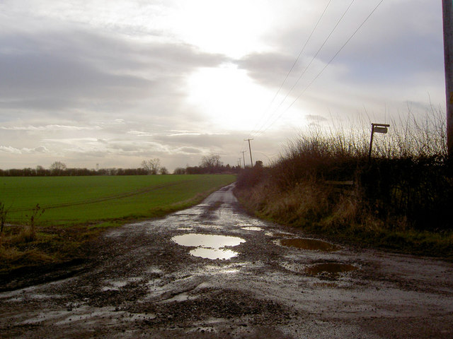 Farm lane to Ruddingwood