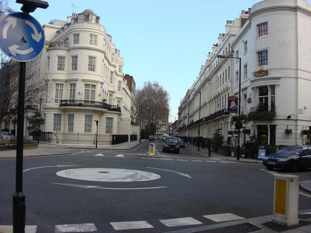 Mini-roundabout, Sussex Place