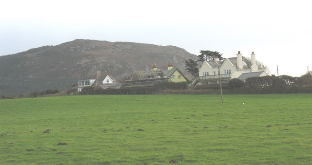 Large detached residences on Lon Penrallt