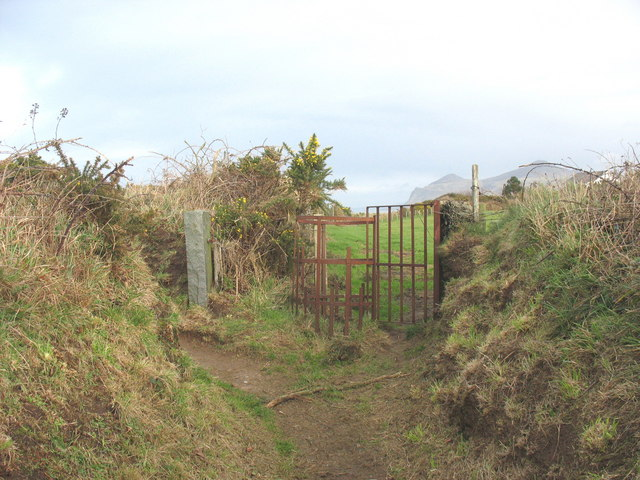 Kissing gate at the junction between a feeder path and the cliff top path