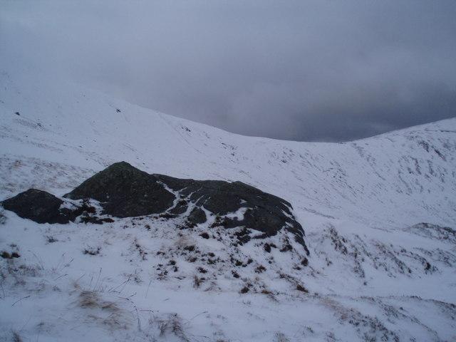 The start of rocky outcrops on Sgiath nan Tarmachan