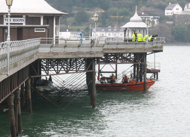 Beaumaris IRB reversing in below the Pier to recover a broken down craft under the watchful gaze of HM Coastguards