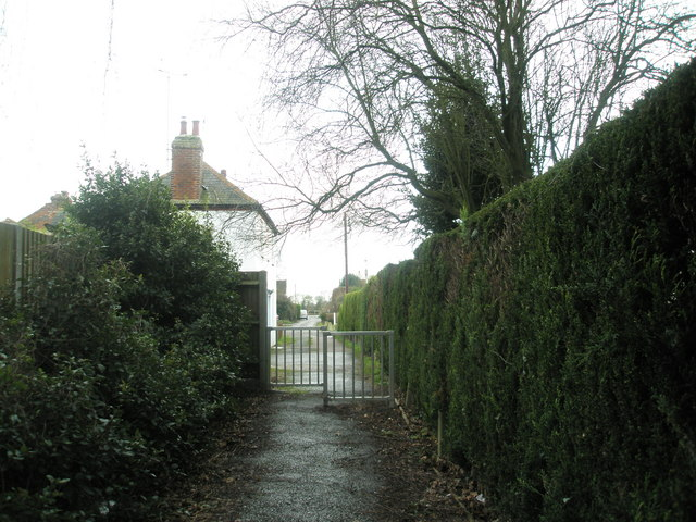 Cut through to Potter's Lane