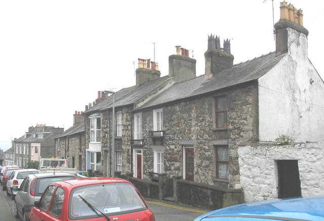 Houses at the lower end of Upper Garth Road