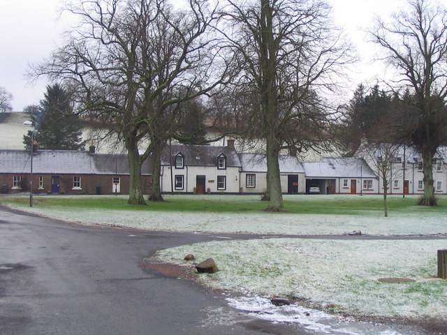 Skirling - houses across the village green