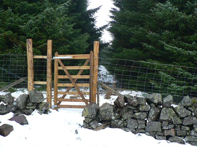 New gate for Glendevon Reservoirs Trail