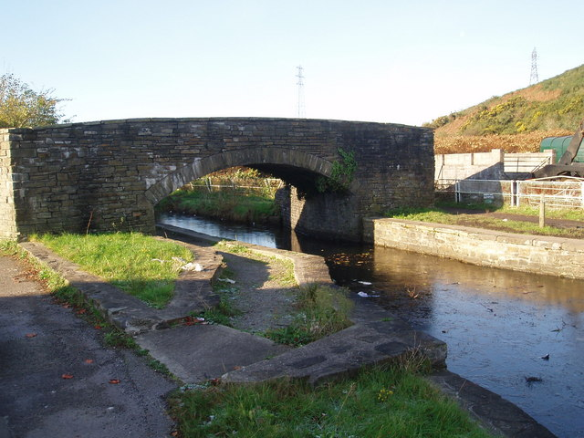Bridge over Neath canal at Giants Grave