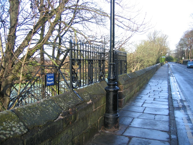 City Walls Road and the distance marker -  ¾ Mile