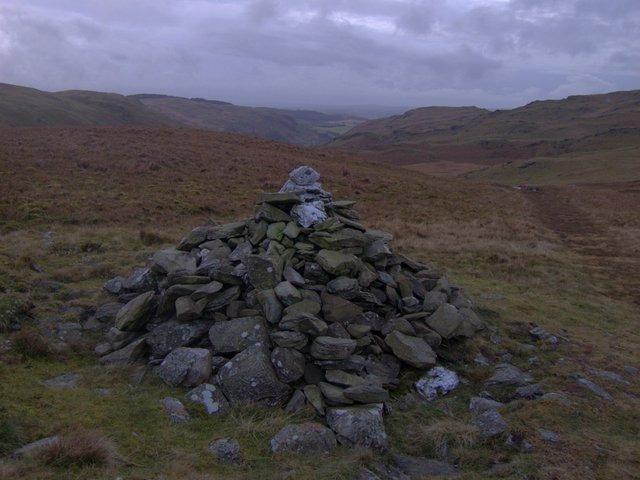Cairn at the top of Nant Egnant