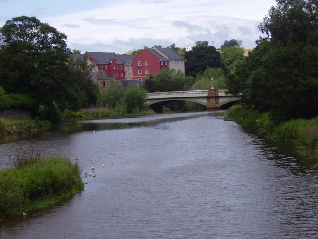 Victoria Bridge, road bridge over Tyne at Haddington