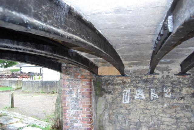 The cast iron beams under Bridge no.29