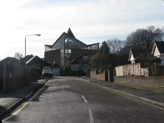 Strouden: Craigmoor Close and St. Barnabas