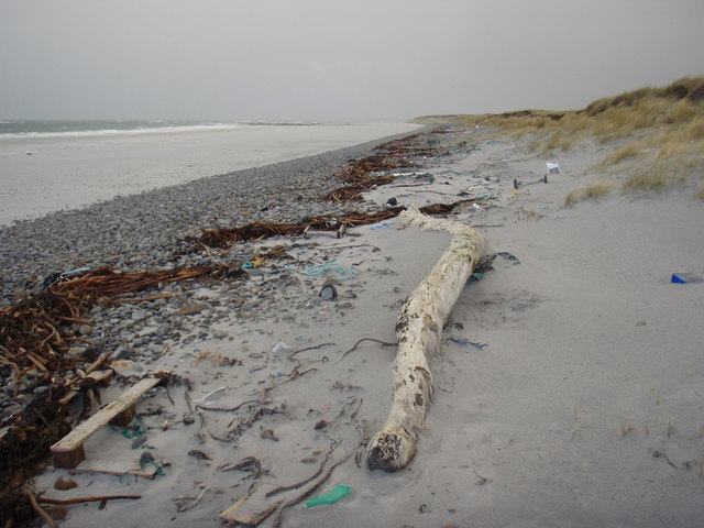 Debris on Aisgernis beach
