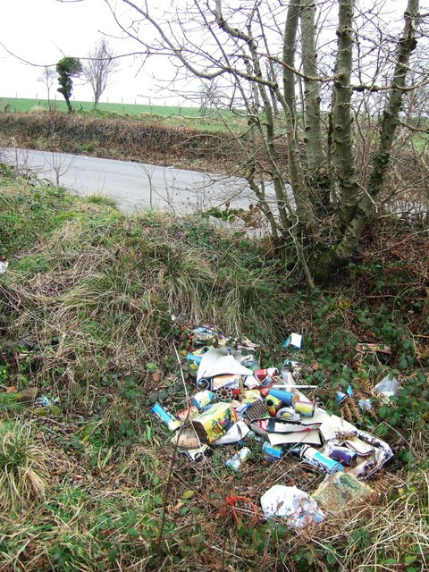 Fly-tipping near Belle Vue Lodge