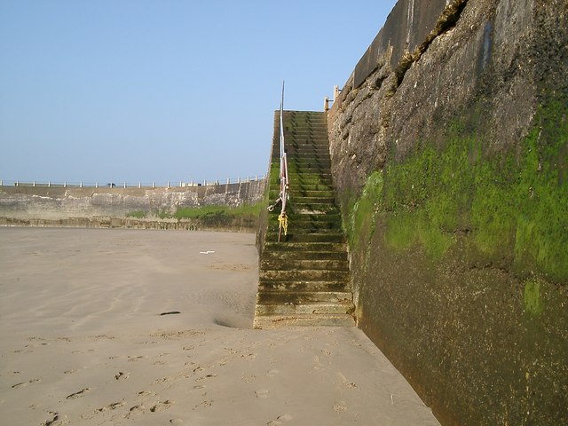 Newhaven Harbour Steps to the Beach