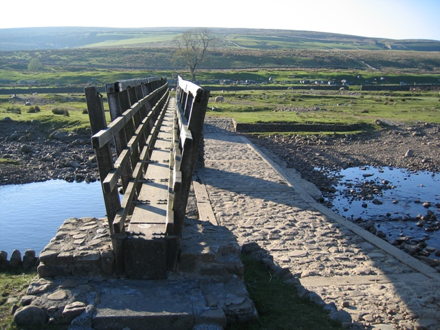 Footbridge and ford across Gayle Beck