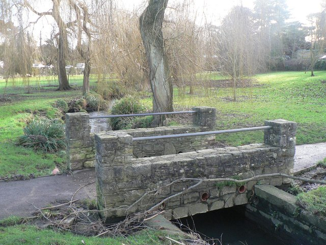 Coy Pond Gardens: cycle/footbridge