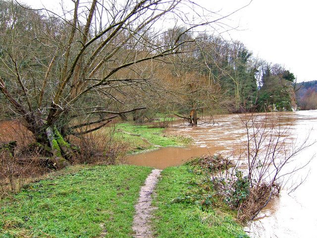Flooded footpath by River Severn near Blackstone Rock