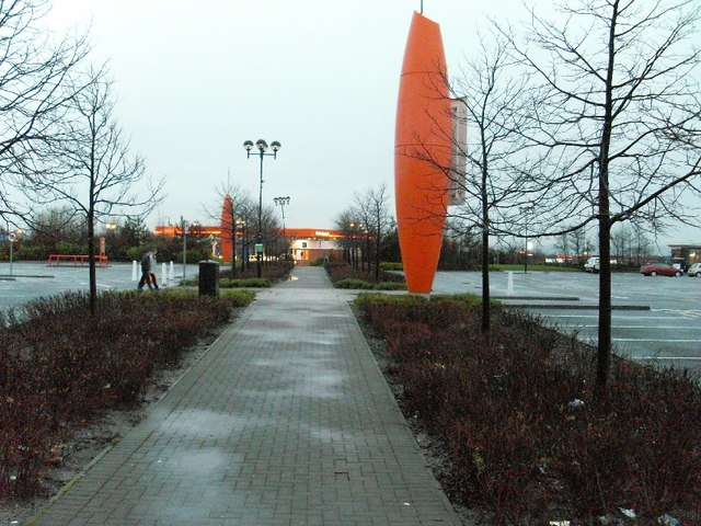 Path leading to Sainsbury's garage, Great Western Retail Park