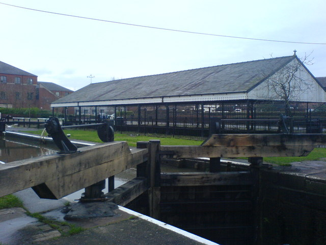 Lock 87 and canopy over dry dock