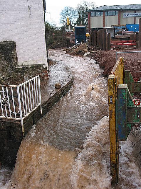 Work in progress on Ross-on-Wye Flood Alleviation Scheme