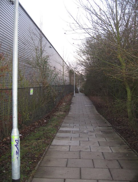 Footpath at the southern edge of the Fyffes warehouse