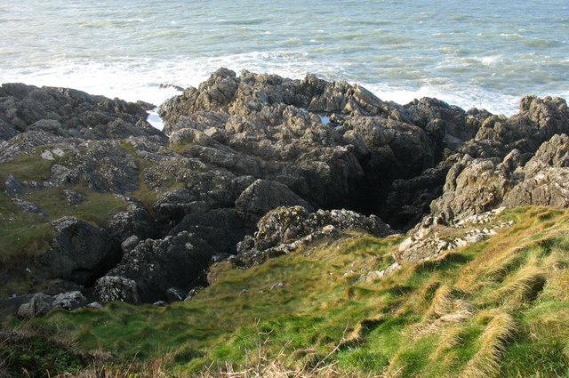 West facing craggy shoreline of Trwyn Porthdinllaen