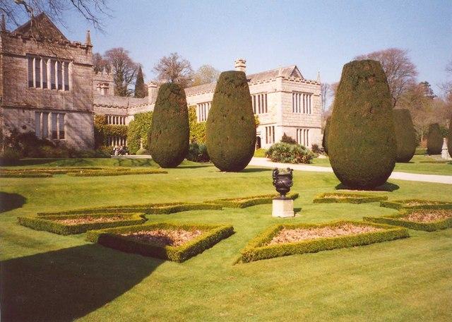 Geometric garden beds, Lanhydrock
