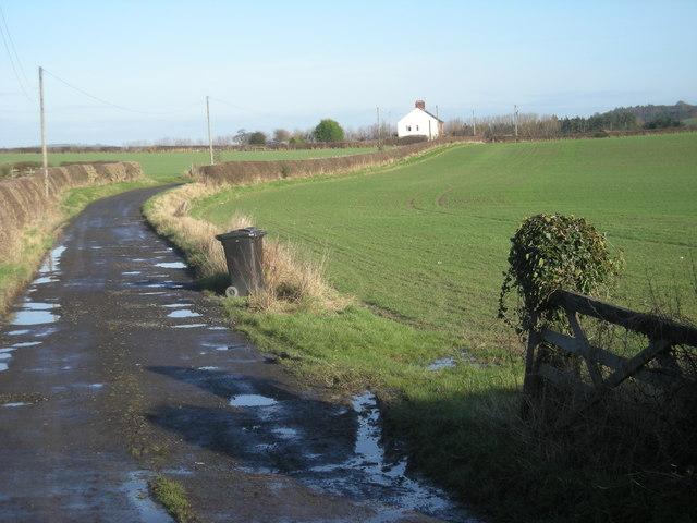 Drive past Walcot Cottages