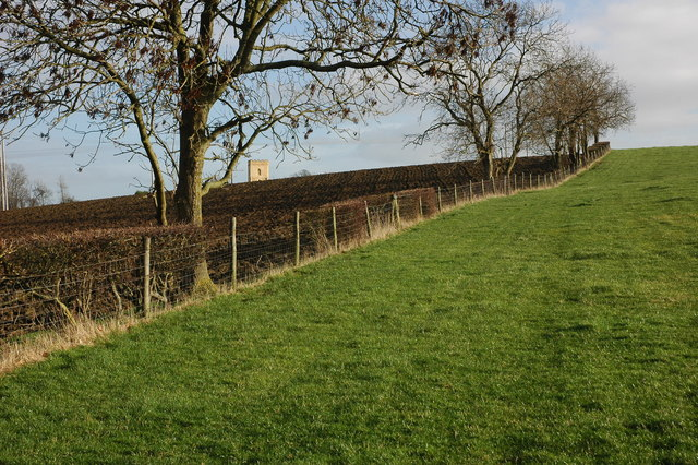 Footpath between Strensham Castle and Church